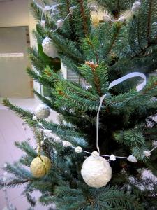 Vánoční ozdoby z papíru a vody (1)